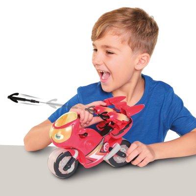 enfant qui joue à la moto Ricky Zoom