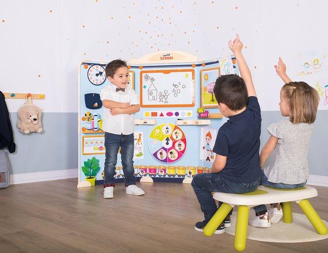 enfants qui jouent au smoby school