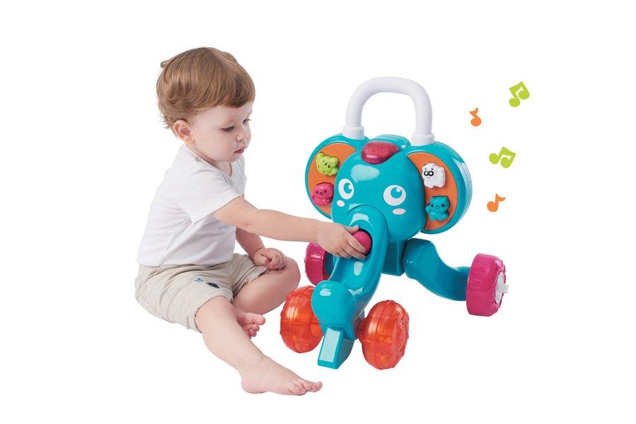 enfant qui joue a trott mon elephanto